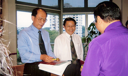 Viet govt officials, church leaders here on study tour