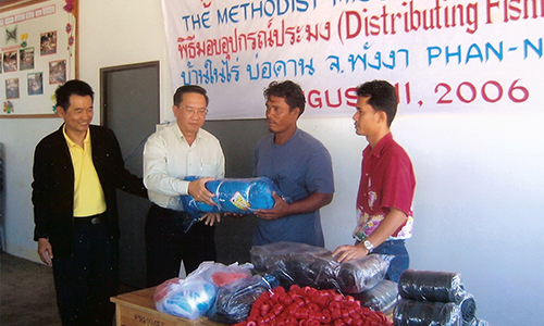 MMS gives fishing equipment to tsunami-hit  families in Thai village